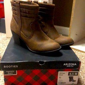 Gillian Booties-size 6.5